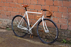 White Honey Fobos Aprione 2012  Moscow (CityCycle Shop / Workshop (Moscow)) Tags: white leather moscow honey fixie fixedgear miche 520 brooks reynolds     teampro citycycle pistard fobos   aprione