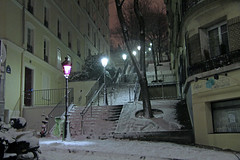 Rue Chappe - Paris (France) (Meteorry) Tags: street winter white snow paris france night stairs evening europe hiver january montmartre neige soir rue nuit blanc meteorry ruechappe chappe 2013 rueabarsacq