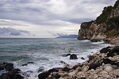 Playa rocosa (miratumismo) Tags: mar agua playa 1785 rocas 2010 cerdea calagonone