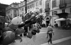 Torino (Valt3r Rav3ra - DEVOted!) Tags: lomo lomography lca lomolca torino streetphotography street sovietcamera analogico film 35mm ilfordhp5 bw biancoenero blackandwhite valt3r valterravera visioniurbane urbanvisions piemonte people persone italy analog analogica