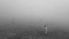 training in darkness (HSOBERON) Tags: fog fogphotography football futbol kids niebla playing playinginfog soccer soft