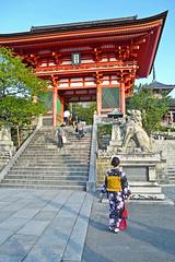 Kimono and Temple (Kyoto - ) (Doncardona) Tags: nimon deva gate kiyomizudera kings  ni koma inu   lion dogs kyoto    japan japon nippon nihon asia asiatrip jpworldtraveler worldtraveler travel trip adventure journey