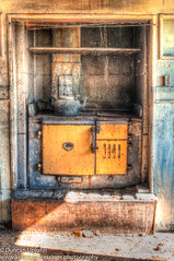 Old Kitchen (duncan upjohn) Tags: hdr kitchen coal range abandoned house ghost pentax k20d k20 taumaranui endeans mill new zealands