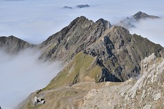 Sommets au-dessus des nuages (Mystycat =^..^=) Tags: hautespyrénées france midipyrénées picdumididebigorre nuages montagne sommet 65