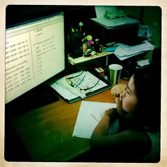 Pew Pew ต่อด้วยทำแบบฝึกหัดคณิตศาสตร์ พรุ่งนี้มีทดสอบ อิอิ ^^ #Hipstamatic #JohnS #Inas1969