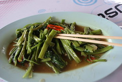 Fried morning glory (Rabelina7) Tags: patong thaifood hawkerfood garkueche baansuan