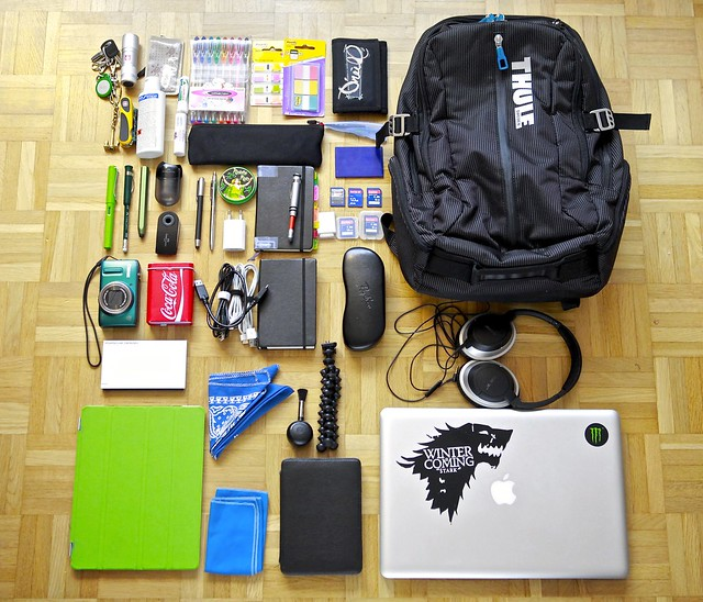 green moleskine apple pen pencil pencils mac geek absinthe backpack whatsinyourbag pens whatsinmybag wacom pencilcase bose lamy victorinox thule ipad papeterie fabercastell stationaries stylos ordningreda macbook lamysafari