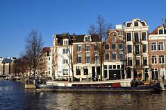amsterdam (mi chiel) Tags: sky holland netherlands amsterdam blauw thenetherlands grachten waterlooplein amstel gracht grachtengordel woonboot zwanenburgwal woonschip