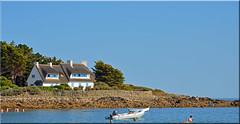 Kervillen (breizhphotographer) Tags: morbihan maritime mer mare meer mar sea seaside seascape sky breizh bretagne brittany blue bleu bateau boat la trinite sur trinit france 56 plage volets bleus