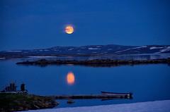 Mond und Boot (efgepe) Tags: 2016 skandinavien mond moon boot boat mondaufgang farbe color colour lightroom hardangervidda vidda halne halnefjorden