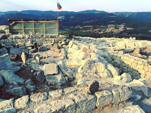 Перперикон / Περπερικον - exploring the archeological dig site at the ancient Thracian city of Perperikon - where recent discoveries have led archeologists to believe that the famous Temple of Dionysius is located ✨ #Перперикон #Περπερικον #Perpe