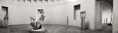 Saal des Faun (Petra Wendt) Tags: faun barberinischerfaun glyptothek mnchen bayern deutschland germany bavaria glyptothekmnchen skulpturen skulptur mastinlabs monochrom blackandwhite schwarzweis nikondf df nikon 35mm meyergrlitz meyergrlitzfigmentum35mm figmentum antike panorama sculpture marmor marble museum interior bw