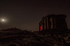 Iglesia Sta María de la Piscina Pintada con Luz (Garimba Rekords) Tags: noche la rioja santa maria de piscina peciña cielo estrellas iglesia necrópolis linterna luz roja panorámica