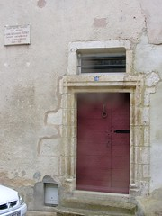 Old door and plaque, Avallon (toucanne) Tags: burgundy avallon bourgogne france porte pierre stone plaque eu doorway steps marches