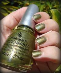 China Glaze - OMG a UFO (Dora Cristina Fernandes) Tags: chinaglaze hologrfico vernizverde artisticnails greennailpolish holographic esmalte nagellack smaltoperunghie lacadeunas vernisongles vernizesdeunhas naillacquer nails holo manicure nailpolish