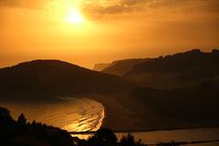 Sol y Bruma (carmenmt) Tags: rodiles asturias villaviciosa ra amanecer bruma playa mar