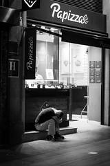 (fototastisch) Tags: madrid gran via pobreza poverty armut sad crying weinen downtown