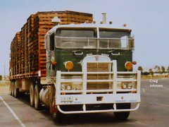 photo by secret squirrel (secret squirrel6) Tags: secretsquirrel6truckphotos craigjohnsontruckphoto kenworth truckstop kw cabover loaded resting sarah melbourne 1980s pallets