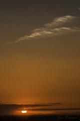 Desde mi ventana 007 (J. Barrena) Tags: ventana window atardecer ocaso sunset sun sol nubes clouds cielo sky horizonte horizon moncayo montaña mountain crepusculo rojo red minimalismo minimalista verano summer