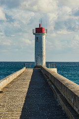 Letzte Meter bis zum Meer (Seahorse-Cologne) Tags: audierne bretagne breizh brandung meer leuchtturm lighthouse frankreich france sea wellen