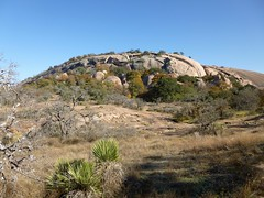 Texas: Enchanted Rock (zug55) Tags: statepark outcrop texas dome granite greenbelt hillcountry fredericksburg monadnock enchantedrock texashillcountry pinkgranite redgranite centraltexas enchantedrockstatenaturalarea graniteoutcrop inselberg granitedome gillespiecounty statenaturalarea exfoliationdome pinkgraniteexfoliationdome