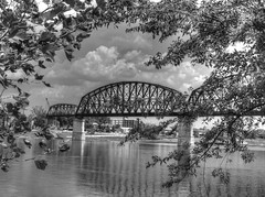 The Bridge That Goes Nowhere (Phyllis74) Tags: bridge water river waterfront kentucky indiana louisville ohioriver walkingbridge bridgetonowhere jeffersonville bigfourbridge