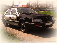 "Renault 25 ""Police Nationale"" - Photomontage (France)  Yannewvision - 2006 ('Yannewvision') Tags: france car french frankreich automobile police retro renault collection 25 dibujos txi oldcars polizei  phase2 r25 automobil  rtro alten   franaises policepatrol policenationale viellesvoitures  copscar yannewvision"