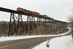 CN 516 @ Cap-Rouge (Mathieu Tremblay) Tags: railroad trestle metal cn train la iron railway canadian national qubec valley local tuque chemin fer canadien tracel switcher subdivision caprouge valle saintaugustin manoeuvre 516