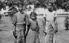 Three Manobo girls, Calinan, Davao, Mindanao Island, Philippines, ca. July 1930 (J. Tewell) Tags: filipina manobo mindanaoisland olddavao oldcalian calianmindanaoisland