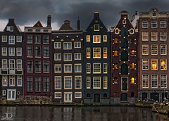 The six ladies of Amsterdam (JD Photographie.) Tags: city houses ladies light holland amsterdam les architecture reflections canal julien raw photographie maisons capital nederland 200 100 capitale jd six nederlands dames damrak hollande delaval 100faves 200faves canon40d