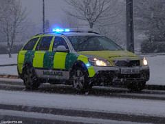 Responding in the Snow... (PFB-999) Tags: snow car call estate blues 4wd scout ambulance east vehicle leds service emergency snowfall heavy paramedic rapid bypass emas skoda shout octavia grimsby midlands response unit bluelights on lightbar responder responding laceby rrv fendoff onblues