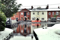 Fradley Junction, Trent and Mersey Canal (pinky1653) Tags: snow trentandmerseycanal fradleyjunction coventrycanal swanpub