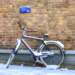 Den Helder; Forbidden to park bicycles (klaash63) Tags: winter snow holland netherlands station bike bicycle sign sony parking sneeuw nederland forbidden klaas alpha hdr saddle bord hdri fiets verboden parkeren heiligenberg photomatix zadel tonemapping klaasheiligenberg klaash63 a77denhelder