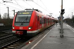 422 031, Düsseldorf-Oberbilk (Howard_Pulling) Tags: station train canon germany deutschland december gare zug bahnhof trains german dusseldorf bahn 2011 düsseldorfoberbilk 400d