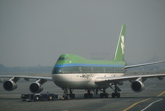 Aer Lingus 747 'EI-BED' (Longreach - Jonathan McDonnell) Tags: new newyork scan jfk 1989 boeing 1980s 747 aerlingus youk nikoncoolscanved scanfromaslide 747100 kjfk 11091989 747130 eibed 312023