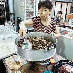 Do you want peanuts? (rnakama_photos) Tags: fujixpro2 downtownhonolulu fujilove2016 xf16mm fuji streetphotography hawaiistreetphotography peanuts chinatown roastedpeanuts