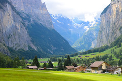 Lauterbrunnen valley (fgazioli) Tags: lauterbrunnen valley swiss switzerland swissalps alps outdoor bestplacestogo green blue sky rocks house mountain mountains cityphotography city cityscape