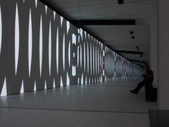 Spiegel (schremser) Tags: deutschland hessen frankfurt frankfurtammain mmk museumfrmodernekunst kunst kunstwerk ich me peter viedeoinstellation video spiegel