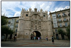 Arco de Sta. Mara, Burgos (Jess Cano Snchez) Tags: elsenyordelsbertins canon eos20d efs1022 espanya espaa spain castella castilla castellailleo castillayleon burgosprovincia alfoz burgos renaixement renacimiento renaissance porta puerta gate