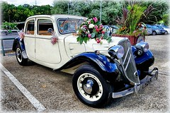 A Ride to Happiness (Philippe Vieux-Jeanton) Tags: car voiture traction citroen blanche noir black white mariage wedding flowers fleurs old vielle france sonyrx100ii 2016