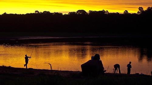 #brasil #brazil #parana #fozdoiguaçu #itaipu #lago #lagoitaipu #trip #igers #igersbrasil #represa #dam #lake #sun #sunset #sunshine #fishing #sky #skyporn #awesome #nature #woods