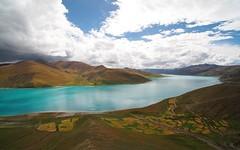 At the north coast of Yamdrok Yumtso (claying) Tags: olympus em5 kowa prominar85mmf28 china tibet   yamdrok lake nagarz shannan    yamtso