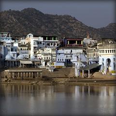 India. Pushkar, Rajasthan.. (lalie sorbet) Tags: city india lake mountains reflection water colors canon square eau couleurs cit lac pushkar ablution rajasthan inde montagnes carr holytown villesainte eos60d laliesorbet