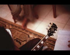 Playing by ear (khai_nomore) Tags: film 35mm scanned kualalumpur rm agfavista400 olympusom2n 2400dpi autaut zuiko5512