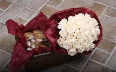 لولا النساء لـ أغلق بائع الورد بستانه !* (Fajer Alajmi) Tags: flowers roses white cookies engagement basket maroon marriage ring ورد ملكه أبيض عنابي جوري خاتم زواج كوكيز خطبه