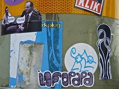 Stickers (Akbar Sim) Tags: streetart holland netherlands sticker stickerart nederland denhaag thehague klik akbarsimonse akbarsim aapnootmes infopapa
