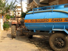 When the borewell dries up ..... (ShambLady, pls read profile page...) Tags: india home water no bangalore hose well pump more april delivery huis karnataka tanker aan supply sump 2010 lack bore pomp levering brindavan borewell bengaluru waterleiding aflevering tankwagon bezorgen kadugodi voorziening bezorging afleveren