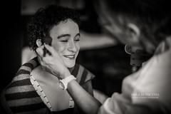 Smile in the Eyes (Franck Tourneret) Tags: wedding bw smile 50mm nikon makeup nb mariage relaxation goodmood sourire maquillage preparations prparatifs d4 dtente bonnehumeur