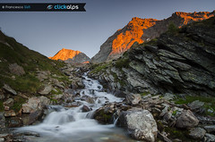 Tramonto nel Vallone de Bouque (Valgrisenche, Valle D'Aosta) (Sisto Nikon - CLICKALPS PHOTOGRAPHER) Tags: montagna montagne mountain mountains alpi alps valgrisenche valledaosta aostavalley valledaoste wilderness wild nature natura sunset summer rifugiochaletdelepe epe montforchat altavian2 colours torrent river landscape mountainslandscape hiking clickalps