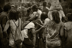monsoon summer IV (MO3PA) Tags: madrid lavapies summer hindu monsoon party love lovers kiss